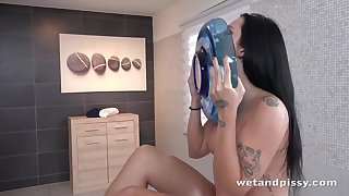 Isabel Dark close to Wetting Her Panties at PuffyNetwork